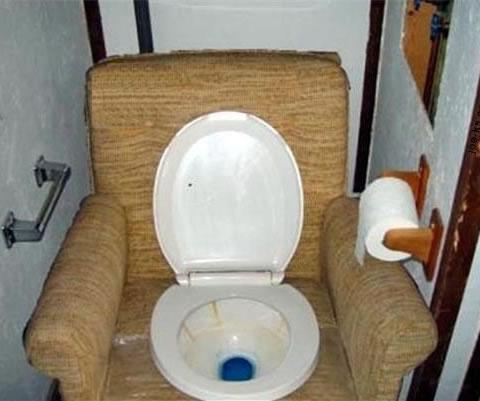 redneck-couch-toilet.jpg