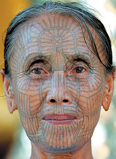 last face tattooed woman of myanmar neatorama. Black Bedroom Furniture Sets. Home Design Ideas