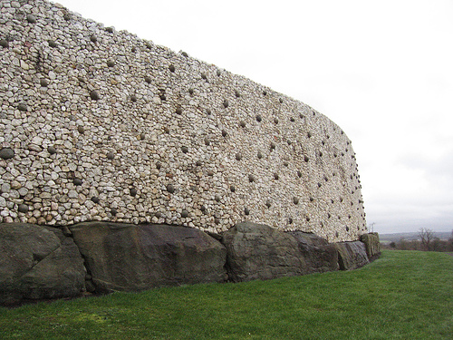 newgrange-wall - Tomb designs - Lifestyle, Culture and Arts