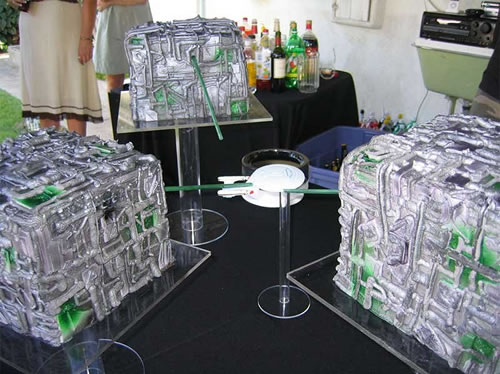 ' ' from the web at 'http://static.neatorama.com/images/2009-06/borg-wedding-cake.jpg'