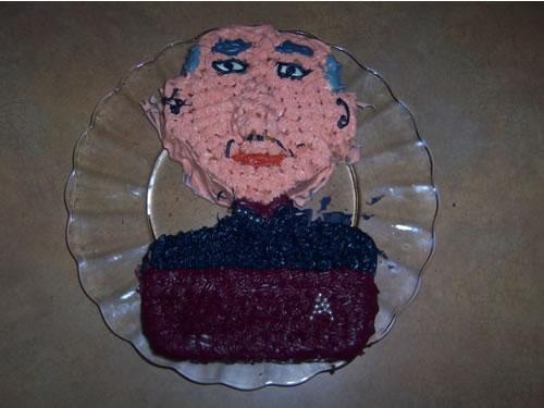 ' ' from the web at 'http://static.neatorama.com/images/2009-06/picard-cake.jpg'