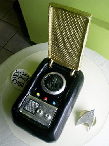 ' ' from the web at 'http://static.neatorama.com/images/2009-06/star-trek-communicator-cake.jpg'