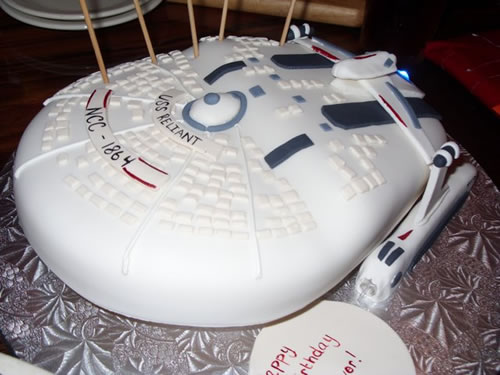' ' from the web at 'http://static.neatorama.com/images/2009-06/uss-reliant-cake.jpg'