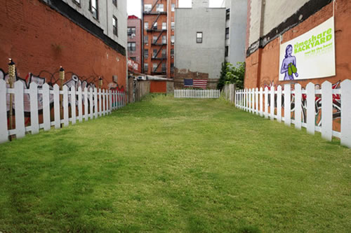 Living In A Big City Sure Is Convenient And Exciting, But It Often Lacks  That One Thing: A Back Yard. So What To Do When You Live In An Apartment  (in ...