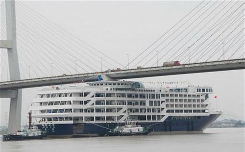Chinese Cruise Ship Hit A Bridge Neatorama - Chinese cruise ship