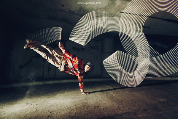 Breakdancing with light painting