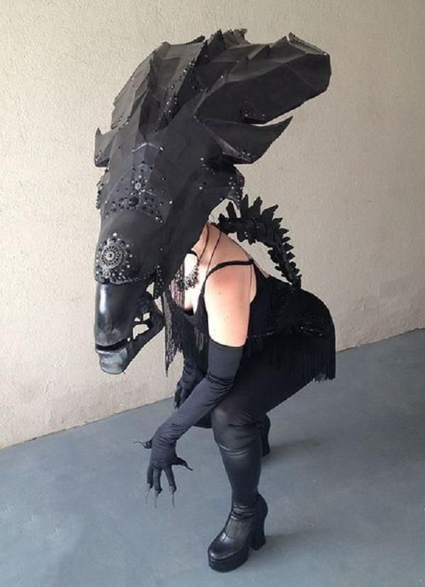 Ashley combined the bizarre head shape of the xenomorph with a fancy outfit that would make any alien feel like the belle of the interplanetary ball. & Amazing Alien Queen Cosplay Complete With DIY Instructions - Neatorama