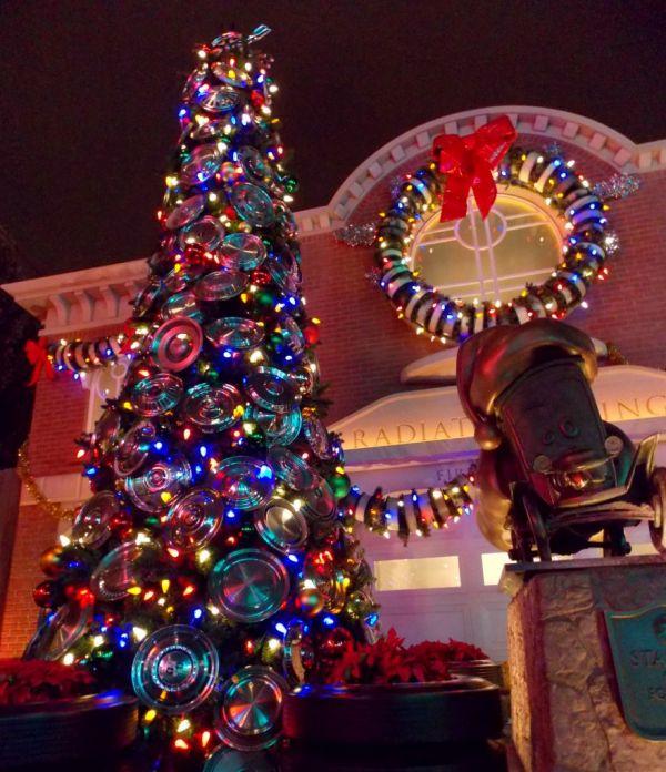 Disneyland Decorated For Christmas: Christmas Time At Disneyland & California Adventure