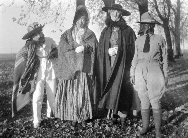 & Halloween Costumes From Yesteryear - Neatorama