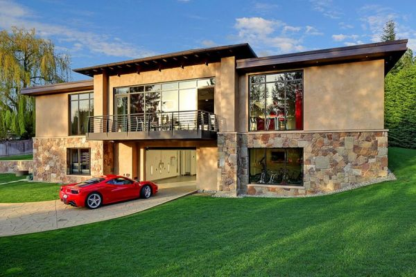 A 2 Bedroom House With Sixteen Car Garage