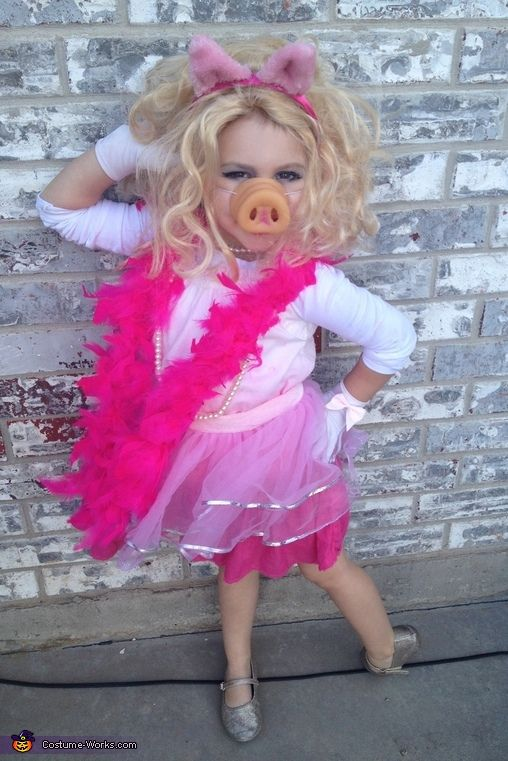 16 super easy kids halloween costumes you can diy neatorama a plastic pig nose a headband with some basic pig ears and a fabulous fashion sense are all you need to create a delightful miss piggy costume that would solutioingenieria Images