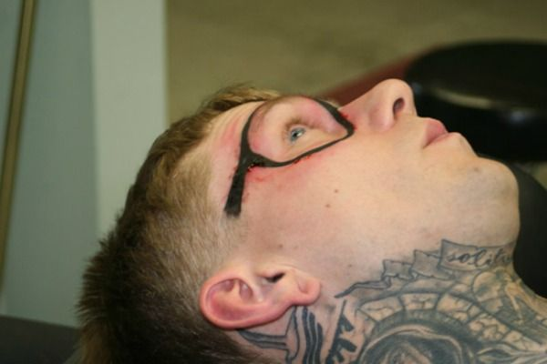 f83b726b22520 How Two Different Guys Ended Up With Eyeglasses Tattooed On Their Faces -  Neatorama