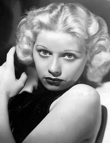 Lucy Was Born A Brunette She Later Blond Model It Wasn T Until Pushing 30 That First Dyed Her Hair The World Famous Red Color