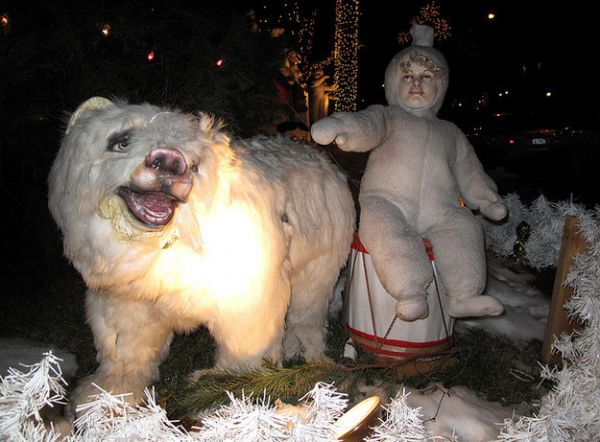 creepiest christmas decorations neatorama - Creepy Christmas Decorations