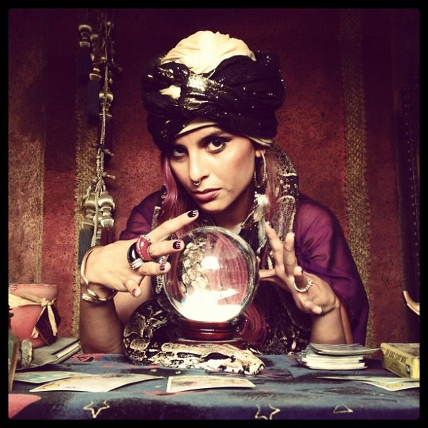 25 easy diy halloween costumes you can make last minute neatorama fortune teller solutioingenieria Image collections