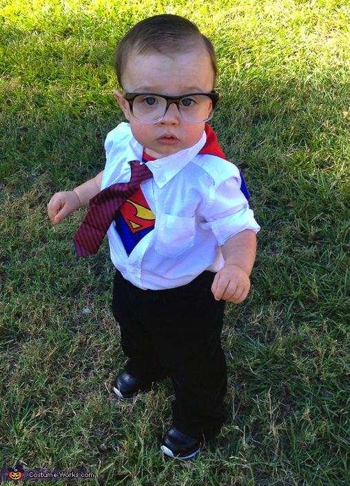 25 easy diy halloween costumes you can make last minute neatorama this costume that ashlee shared with costume works shows how easy it is to make a clark kent costume a suit a superman tee and some thick glasses are all solutioingenieria Gallery
