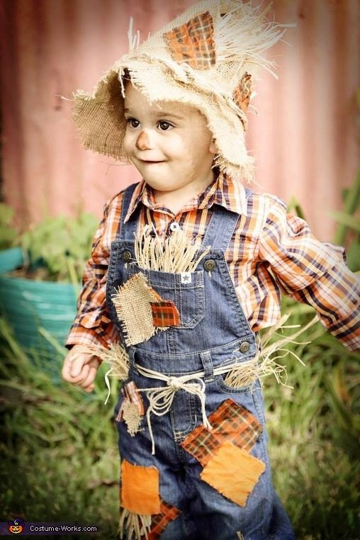 25 easy diy halloween costumes you can make last minute neatorama then youre halfway to having a scarecrow costume find a floppy hat or sew a few pieces of fabric into a patchwork hat then stuff some solutioingenieria Choice Image