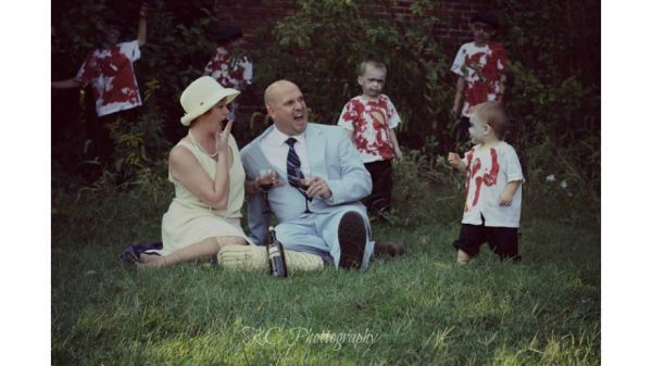 The zombie apocalypse makes for cute family portraits neatorama
