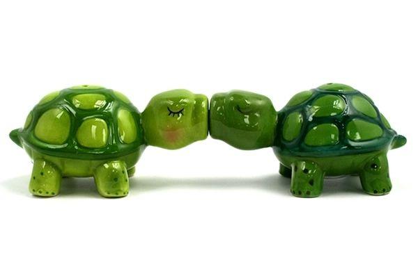 Kissing Turtles Salt Pepper Shakers