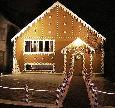i just discovered a great site with great christmas lights from all over the world who knows maybe youll recognize one of the houses - How To Decorate Your House With Christmas Lights