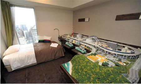 Hotel Room With A Model Train Set Neatorama
