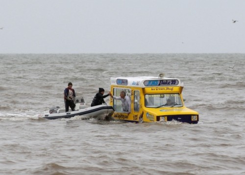 Amphibious-IceCream-Van-Blackpool-21-500x357 - Amphibious vehicle available soon - Cars and Automotive