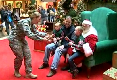 Mall Santa Delivers Christmas Wish Neatorama