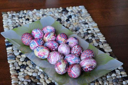dying eggs with silk ties neatorama