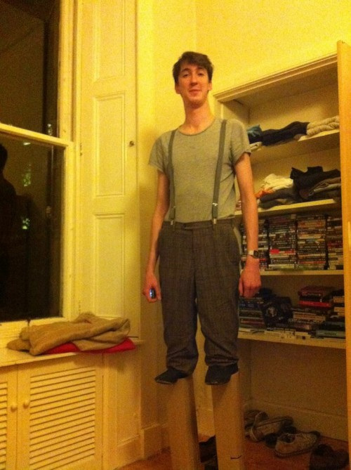 halloween costume for a tall guy a short man on stilts neatorama